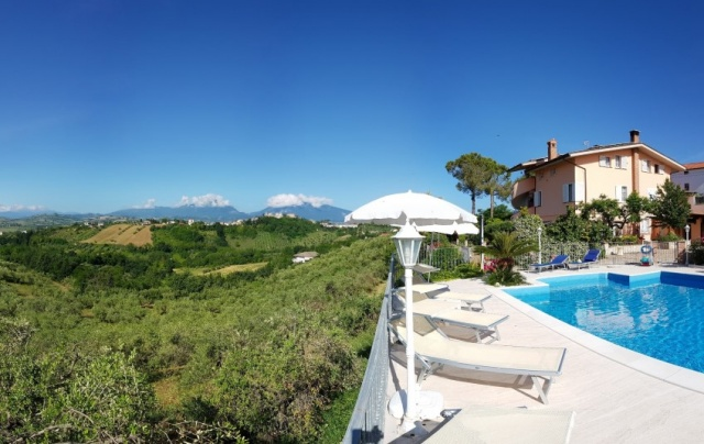20180628084518Le Marche Abruzzo Appartementen Groot Zwembad Loopafstand Dorp 12a