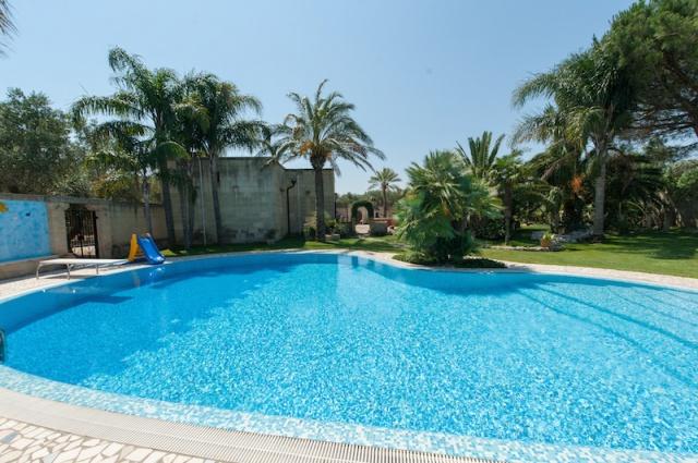 Lecce Masseria Met Zwembad 2