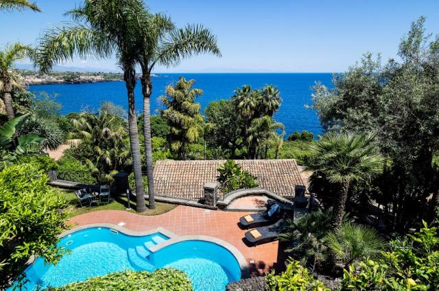 Sicilie Acireale Villa Zee Zwembad Buitenkeuken 1