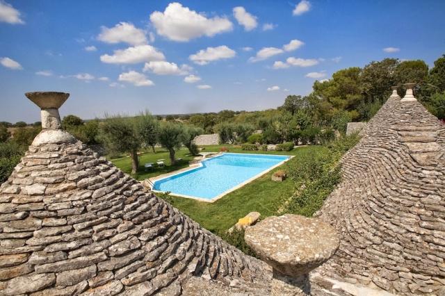 Trulli Met Golfbaan En Zwembad In Puglia 1