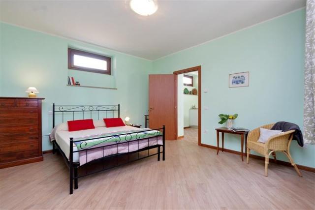 Villa Met 3 Appartementen Le Marche 31