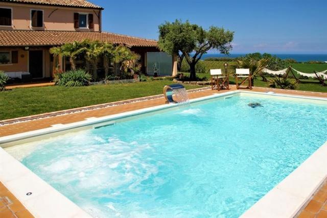 Villa Met Zeezicht Le Marche 10