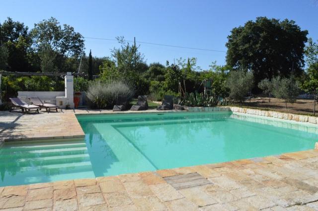 Complex Met Trullo En Lamie En Gedeeld Zwembad Itria Vallei Zuid Italie Puglia 1