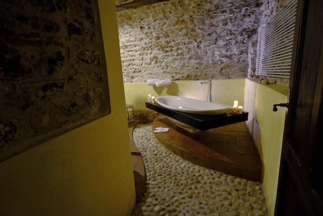 Luxe Appartement Met Ligbad En Open Haard 9
