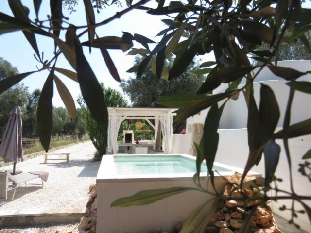 Romantische Trullo Met Klein Zwembad En Gazebo 3